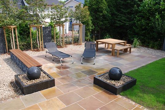Hier In Diesem Garten In Velbert Bilden Die Beiden Symetrisch Angeordneten  Wasserspiele Die Eingangspforte Zu Einer ...