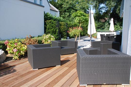 loungebereich mit holzdeck holzterrasse aus bangkirai in ratingen klo garten und. Black Bedroom Furniture Sets. Home Design Ideas