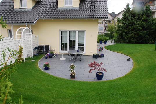 harmonische und pflegeleichte terrasse aus metten platten in velbert klo garten und. Black Bedroom Furniture Sets. Home Design Ideas