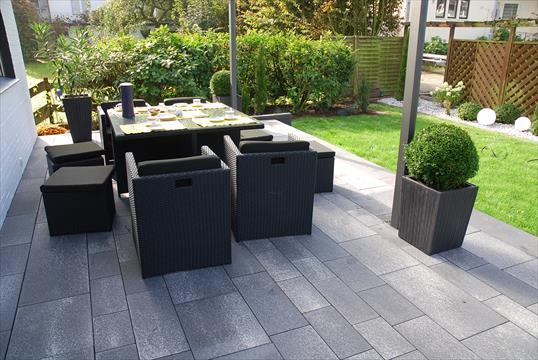 Moderne terrassengestaltung  Moderne Terrasse aus Linaro Pflaster und Allesio Stufen in Ratingen ...